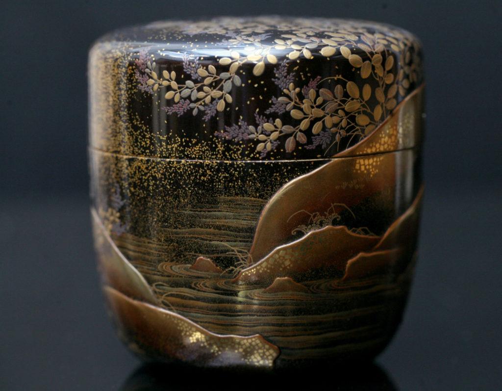 Boîte à thé décoré d'un paysage lacustre