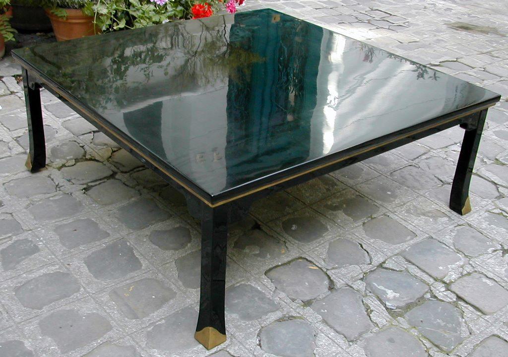Table basse carré d'inspiration japonaise, sabot doré à l'or fin imitant le bronze 120cm x 120cm