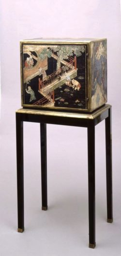 Cabinet de Louis Cane en laque de Coromandel. Panneaux du XVIIe siècle, bronze originaux de Louis Cane