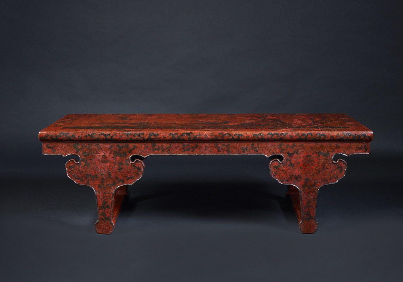 Table de kang en laque gravée ornée d'un faisean