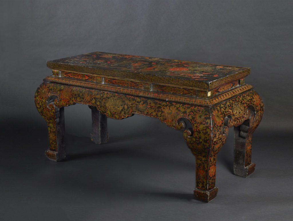 Table d'autel à décor polychrome (84cm x 147cm x 62cm)