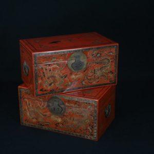 Paire de boîtes au décor de dragon et phénix