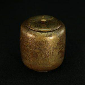 Boîte à cendres à décor de prunus et pins en laque d'or