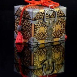 Coffre miniature à décor de pivoines