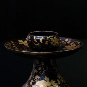 Bougeoir japonais à décor de chrysanthèmes