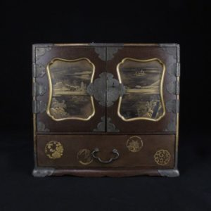 Cabinet à décor or de môn et paysages